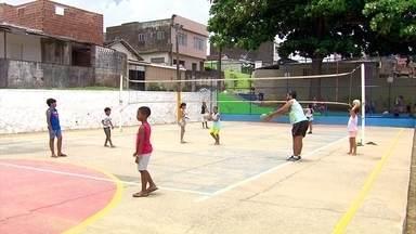 No torneio de vôlei de bairro contra bairro, o gosto pelo esporte ganhou outras proporções - No torneio de vôlei de bairro contra bairro, o gosto pelo esporte ganhou outras proporções