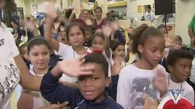 Papai Noel visita agência dos Correios em Santos - O 'bom velhinho' visitou a agência da Praça Mauá, no Centro.