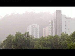 Instituto de meteorologia emite alerta laranja de tempestades para todo a região - Há previsão de chuvas intensas.