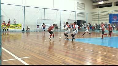 Jogando em casa, paraibanos estreiam com goleada na Taça Brasil de Futsal Sub-11 - Cabo Branco foi o destaque da primeira rodada ao fazer 10 a 1 no Tiradentes-RR. Já a Apcef venceu de virada o Cajuína-PI por 6 a 1.