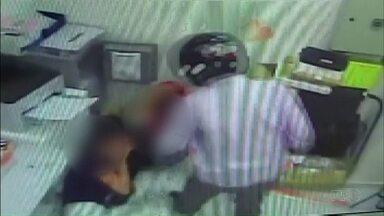Polícia prende 4 pessoas acusadas de participar de assalto a farmácia em Maringá - O assalto foi registrado por câmeras de segurança
