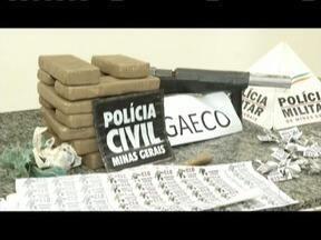 Nove são presos em operação de combate ao tráfico e regalias em presídio de Fabriciano - Seis quilos de maconha foram apreendidos e três agentes penitenciários são investigados; Operação La Catedral é coordenada pelo Gaeco.