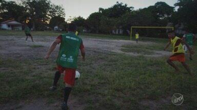 Série da EPTV mostra como futebol mudou a vida de comunidade ribeirinha no Pará - Comunidade de Suruacá, sobrevive com o que a natureza oferece.