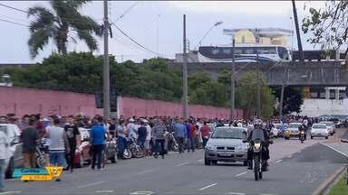 Torcedores do Paraná Clube fazem fila para garantir ingresso - Jogo de despedida da série B será no Couto Pereira.