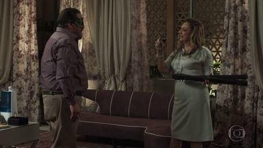Nádia articula plano para que Bruno e Tônia se casem - Gustavo e Nádia conspiram para que filho se case com médica