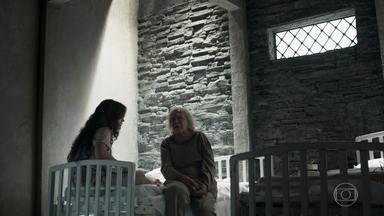 Beatriz explica como Clara pode se apoderar de sua fortuna - Ela faz um testamento em nome da jovem