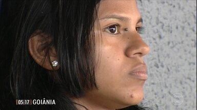 Mulher sofre insultos raciais de um homem que ajudou dentro do ônibus - Sidibar Elias Ribeiro foi preso em flagrante e levado para a delegacia.