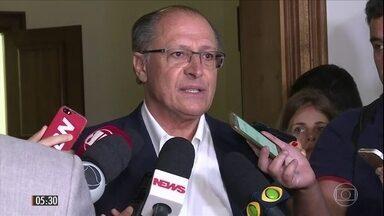 PSDB define Geraldo Alckmin como candidato à presidência do partido - A decisão foi tomada depois que o senador Tasso Jereissatti e o governador de Goiás, Marconi Perillo, desistiram da disputa em nome da unidade do partido. Alckmin usou justamente o argumento da união para indicar que aceita a tarefa.