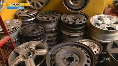 Operação prende suspeitos de desmanche de carros roubados em Içara - Operação prende suspeitos de desmanche de carros roubados em Içara