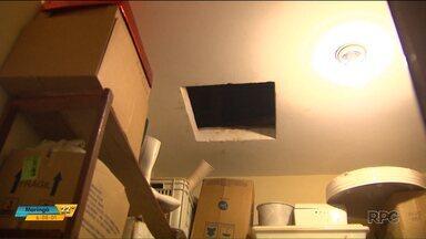 Creche e escola de Cascavel são alvos de vândalos e ladrões - Criminosos tentaram colocar fogo em um dos prédios.