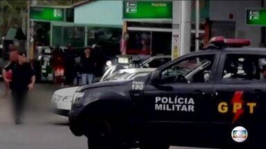 Polícia forja tiroteio em assalto com morte de refém em Goiânia - Novas imagens revelam o momento em que o tiroteio é forjado com o homem já baleado.