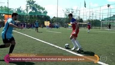 Champions Ligay: torneio reuniu times de futebol de jogadores gays - No palco do Encontro, Fátima conversa com William. Ele coordena a torcida gay do Palmeiras e lamenta a homofobia existente entre jogadores e torcedores de futebol