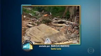 Rua sem asfalto vira bota-fora em Santa Luzia, na Grande BH - Marcílio Marinho disse que lixo atrai ratos e insetos.