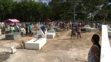 Corpos de pai e filho assassinados são enterrados em São Mateus, ES - Polícia Civil disse que o caso segue sob investigação e não vai passar mais informação para não atrapalhar o trabalho dos policiais.