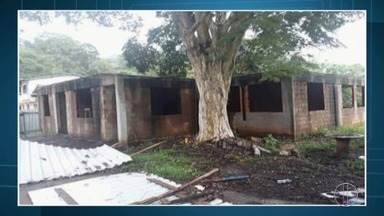 Moradores de Petrópolis, RJ, reclamam de escola municipal abandonada - Assista a seguir.