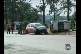Trevos de acesso à Santa Rosa, RS, estão com problemas de sinalização - Os motoristas enfrentam dificuldades inclusive com mato crescido.