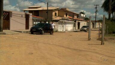 Falta de pavimentação e drenagem prejudica moradores da Serraria - Comunidade local se queixa do problema.