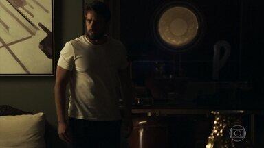 Renato conclui que Clara foi vítima de uma armação de Sophia - Médico descobre que a amada está internada em uma clínica