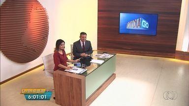 Veja os destaques do Bom Dia Goiás desta quinta-feira (30) - Carro capota após batida com moto em cruzamento de Itumbiara, GO.