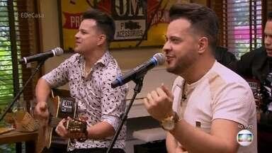 João Neto e Frederico cantam 'Lê lê lê' - A dupla sertaneja é a atração musial convidada do 'É de Casa'