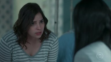 Keyla tenta fazer K1 se abrir - Ela pede para K1 confiar e diz que é importante desabafar