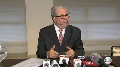 Justiça suspende aposentadoria de ex-presidente do TCE que admitiu receber propina - Juiz também determinou a suspensão do processo de escolha de novo conselheiro para a vaga de Jonas Lopes no Tribunal de Contas do Estado.