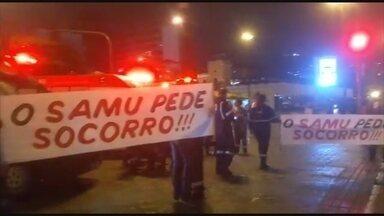 Funcionários do Samu e do Hospital Florianópolis protestam contra atraso de salários - Funcionários do Samu e do Hospital Florianópolis protestam contra atraso de salários