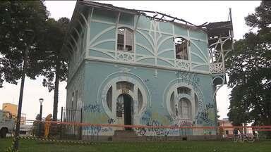 Laudo da Defesa Civil aponta para risco de desabamento do Palácio Belvedere em Curitiba - O prédio,que tem mais de cem anos e é um bem tombado pelo Patrimônio Histórico do Paraná, foi atingido por um incêndio.
