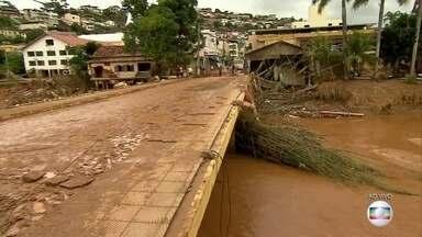 Moradores ainda não conseguem voltar para suas casas em MG - Temporal que alagou e destruiu cidades da região central de Minas Gerais foi há cinco dias.