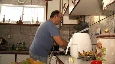 Pesquisa mostra diferença de tempo dedicado ao trabalho doméstico entre homem e mulher - Confira mais notícias em G1.Globo.com/CE