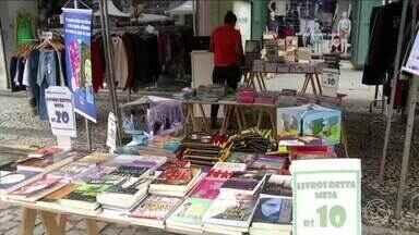 Feira Natalina aquece comércio de Vassouras, RJ - Feira vai até domingo (10), na Rua da Broadway, no Centro.