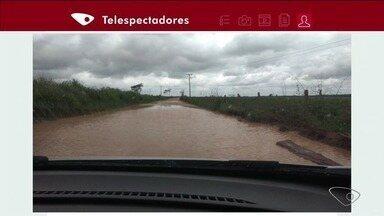 VC no ESTV: estrada de terra fica quase intrasitável no período de chuva, no Norte do ES - É difícil chegar ou sair da comunidade.