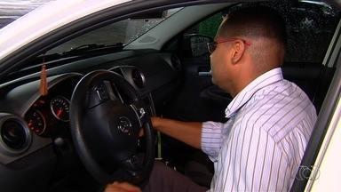 Motoristas de aplicativos de transportes reclamam de assaltos em Goiás - Vários afirmam que assaltantes se passam por clientes para roubar carros, celulares e dinheiro.