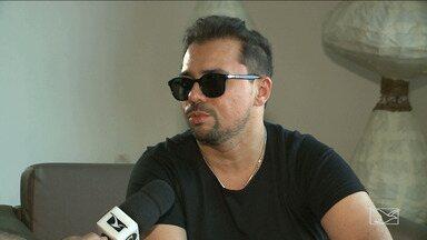 Cantor Xand Avião concede entrevista antes de show, em São Luís - Cantor fala sobre os projetos do grupo e a expectativa para o show na noite desta sexta-feira, em São Luís