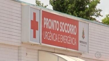 Capotamento deixa feridos em rodovia de Tatuí - Quatro pessoas ficaram feridas após o carro em que estavam capotar na rodovia Antônio Romano Schincariol (SP-127), nesta sexta-feira (8), em Tatuí (SP).