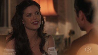 Artur entrega a Maria Vitória os convites para a Noite do Chorinho - Vicente pensa em Maria Vitória