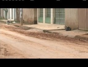 Blitz do MGTV: Moradores do Bairro Limoeiro sofrem com o lamaçal nas ruas - Alguns moradores informaram sofrer com a lama há mais de 30 anos.