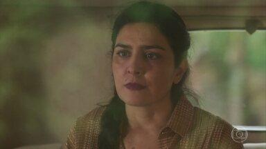 Delfina vê Tereza com Fernão e tem um mal-estar - Delfina chora em seu quarto pensando em filha