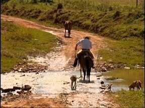 Falta de ponte causa transtornos a moradores de Marabá Paulista - População de área rural fica ilhada em dias de chuva.