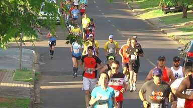 Atletas percorrem 21 quilômetros na Meia Maratona de Guarapuava - Atleta de Prudentópolis ficou com o título da prova