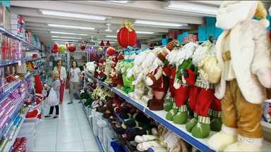 Confira as dicas para economizar na decoração de Natal - Uma das dicas é aproveitar produtos que podem ser utilizados o ano todo.