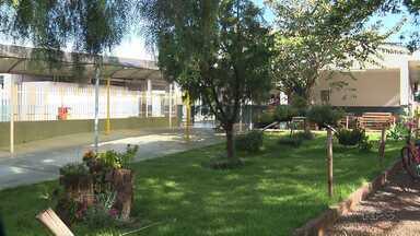 Mãe de adolescente devolve objetos que teriam sido furtados de escola de Paiçandu - Adolescente é procurado pela polícia