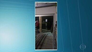 Bandidos usam explosivos para tentar roubar agência bancária em Amaraji - Segundo a Polícia Militar, os criminosos saíram do banco sem conseguir levar o dinheiro.
