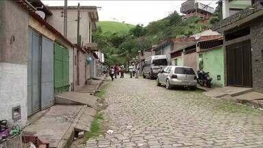 Por conta da chuva, vigilância sanitária de Três Rios alerta moradores sobre leptospirose - Agentes estão percorrendo os bairros para conscientizar moradores sobre o risco do acúmulo de lixo.