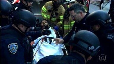 Explosivo é detonado em estação de metrô e ônibus de Nova York - Polícia prendeu homem natural de Bangladesh, que detonou bomba caseira. Ele ficou gravemente ferido; outras 4 pessoas ficaram levemente feridas.