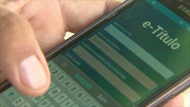 Eleitores do AP se adaptam ao aplicativo que pretende facilitar votação nas Eleições 2018 - TSE lançou ferramenta que permite acessar o título de eleitor pelo celular, para apresentá-lo na hora da votação.