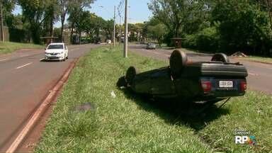 Duas pessoas ficaram feridas em acidente em Foz - Capotamento foi na Avenida Tancredo Neves.