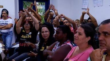 Sindicato de profissionais da saúde e educação protestam em Cabo Frio, no RJ - Protesto acontece em frente à Câmara Municipal de Cabo Frio.