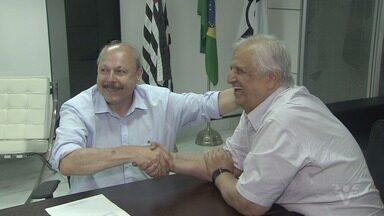 Antes de iniciar gestão no Santos, Peres se reúne com Modesto Roma - Mandato do presidente eleito vale a partir do dia 2 de janeiro, mas transição começa agora.