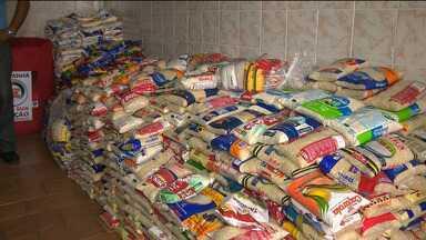 Campanha natal sem fome ajuda pessoas em Campina Grande - Tem gente que é beneficiada e ainda consegue dividir o que ganha com outras pessoas.